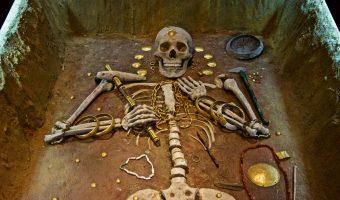 VARNA, musée archéologique de Varna : collections fabuleuses, thraces entre autres (homme retrouvé avec 900 artefacts en or), sépultures