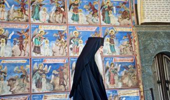 monastère de RILA, fascinant, vie autour, popes, moines, les fidèles, fresques, musée ethnographique et musée historique
